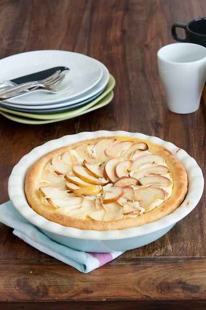 Apfelwähe - ich sage nur Hefeteig gefüllt mit Quarkcreme und belegt mit Äpfeln *yum* #Hefeteig #Apfelkuchen