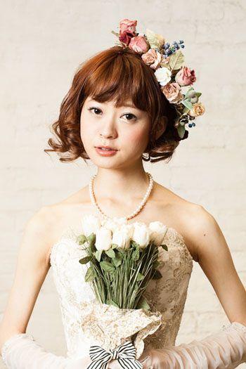 花冠を斜めに添えて♡ ウェディングドレス・カラードレスに合う〜ボブの花嫁衣装の髪型まとめ一覧〜