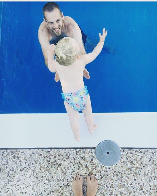 @sarahlotterietdijk and her beautiful family by the pool today 💦…