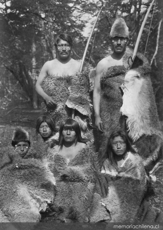 Grupo de selk'nam, hacia 1920