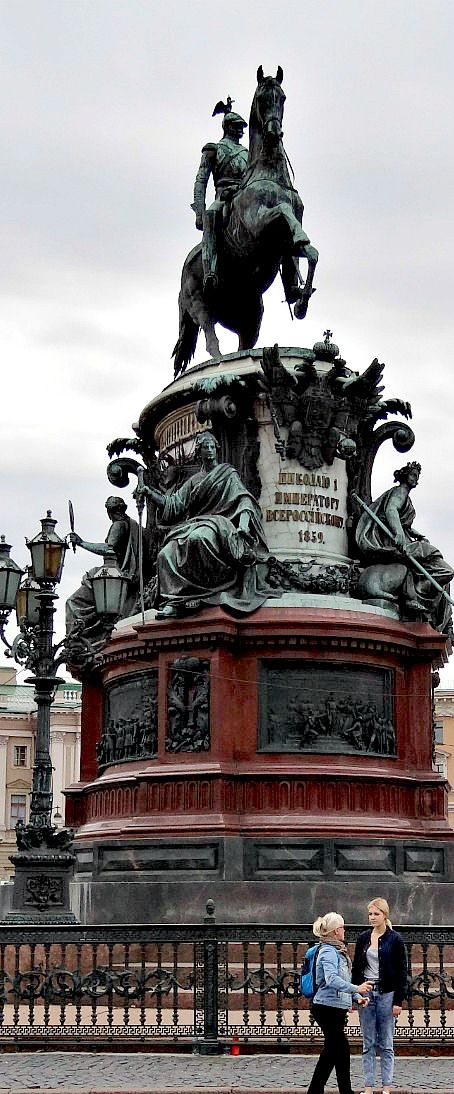 Monument to Tsar Nicholas I, the great grandfather of Nikolay II. Interesting, that Nikolay I's wife Charlotte was named Alexandra Feodorovna ~ as well as Nikolay II's wife