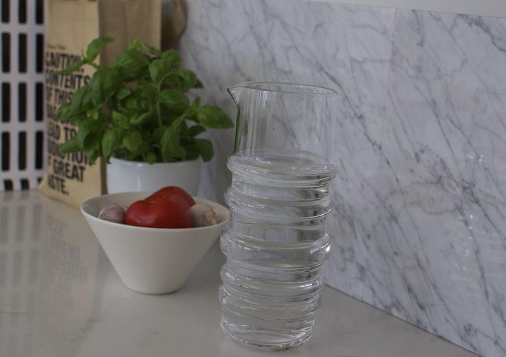 syyskuunkuudes keittiö marmorivälitila