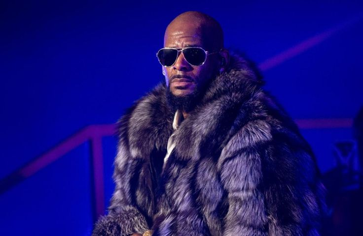 R. Kelly's Atlanta home and another residence he was renting in a nearby area were robbed by a group of thieves posing as movers while the singer was away on tour. The thieves didn't find any girls, but they did make off with furniture, electronics, and basically everything else. via TMZ: Law enforcement sources tell …