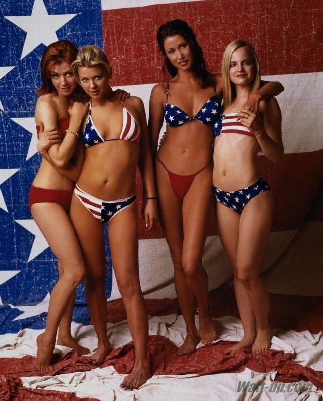 Как выглядят девчонки из культовой подростковой комедии «Американский пирог» в наши дни http://kleinburd.ru/news/kak-vyglyadyat-devchonki-iz-kultovoj-podrostkovoj-komedii-amerikanskij-pirog-v-nashi-dni/  Шеннон Элизабет, Мена Сувари, Элисон Ханниган, и Тара Рид в 1999 году. Шеннон Элизабет Мина Сувари Элисон Ханниган Тара Рид   Источник » Как выглядят девчонки из культовой подростковой комедии «Американский пирог» в наши дни
