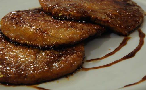 Le Scaloppe alla perugina sono un secondo piatto della cucina umbra. Si preparano con acciughe deliscate, prosciutto, fegatino di pollo e capperi, il...