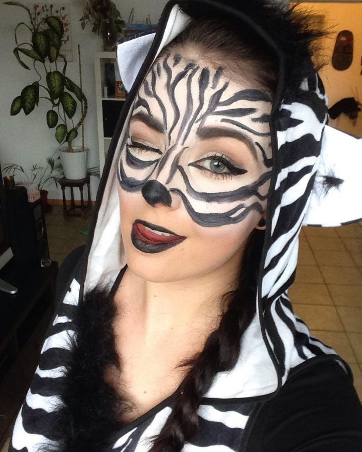 Easy Zebra Makeup Madagascar In 2019 Zebra Makeup Zebra Zebra Makeup Zebra Face Makeup Designs