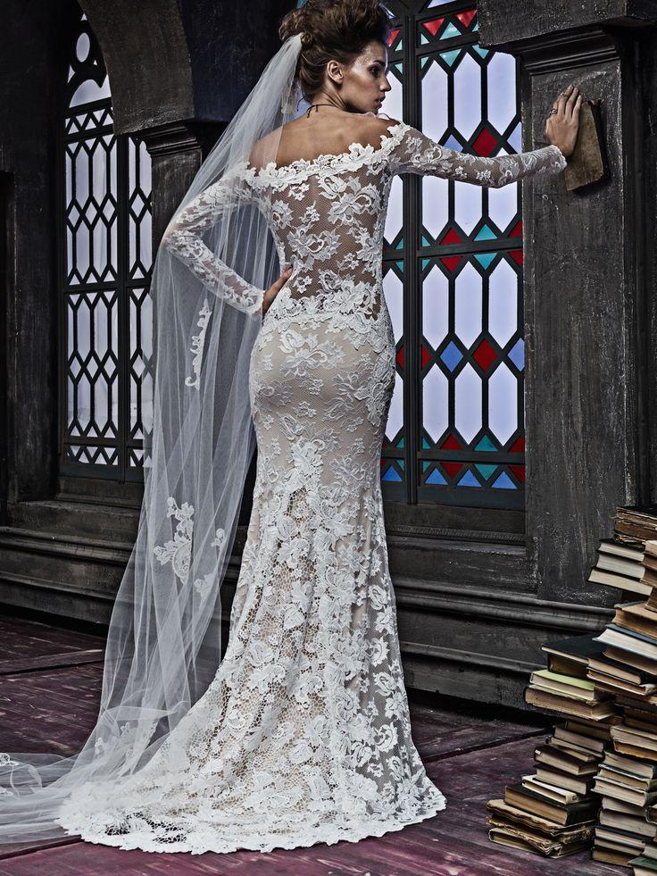 Olvi's the lace collection 2353 style v7015, collectie 2017 Trompetvormige trouwjapon voor de bruid met klasse! Deze jurk is het helemaal voor de hedendaagse fashionista met gevoel voor mode. De ontwerper begrijpt deze vrouwen en het resultaat is deze prachtige vrouwelijke jurk van Franse kant en off-shoulder mouwen.