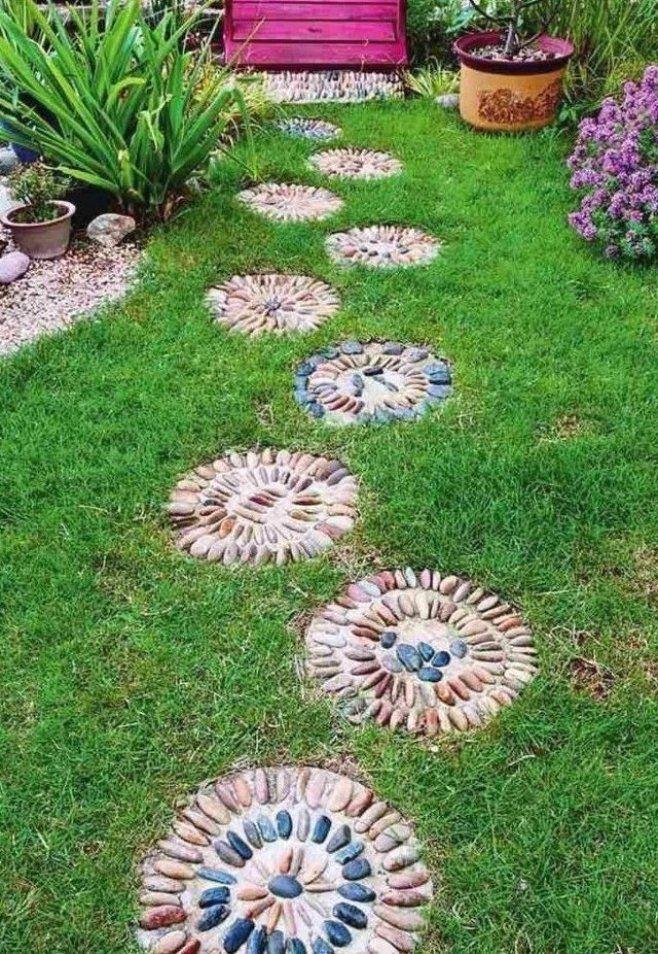 Gartenweg Anlegen Upcycling Ideen Steine Bemalen Gartenwegeideen Gartenwegeanlegen Gartenwege In 2021 Kieselmosaik Gartenwege Anlegen Gartenweg
