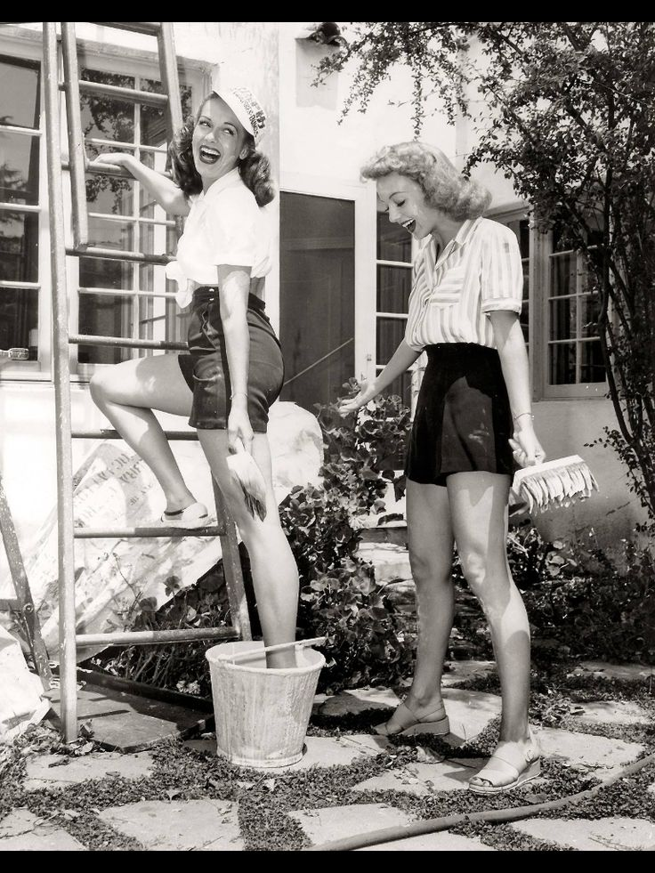 woman in the forties look so amazing and put together. I was born in the wrong era! Pinned by: www.spinstersguide.com