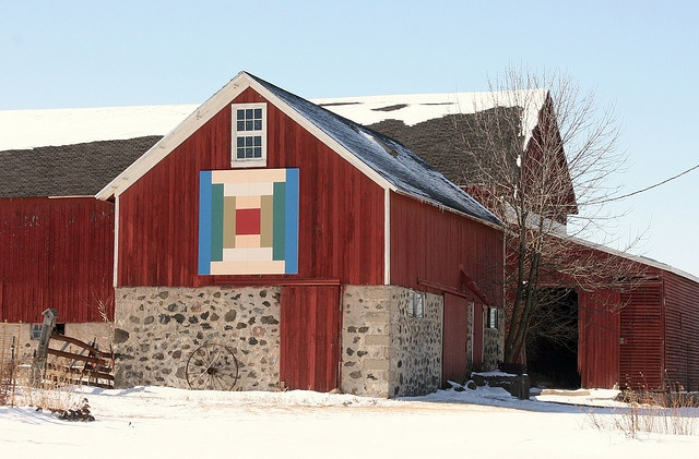 Quilt Patterns On Wisconsin Barns : 117 best images about Barn Quilts on Pinterest Mariners compass, Quilt patterns and Easy quilts