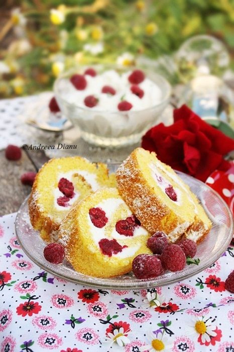Roulade with raspberries and cream cheese | Passion for kitchen