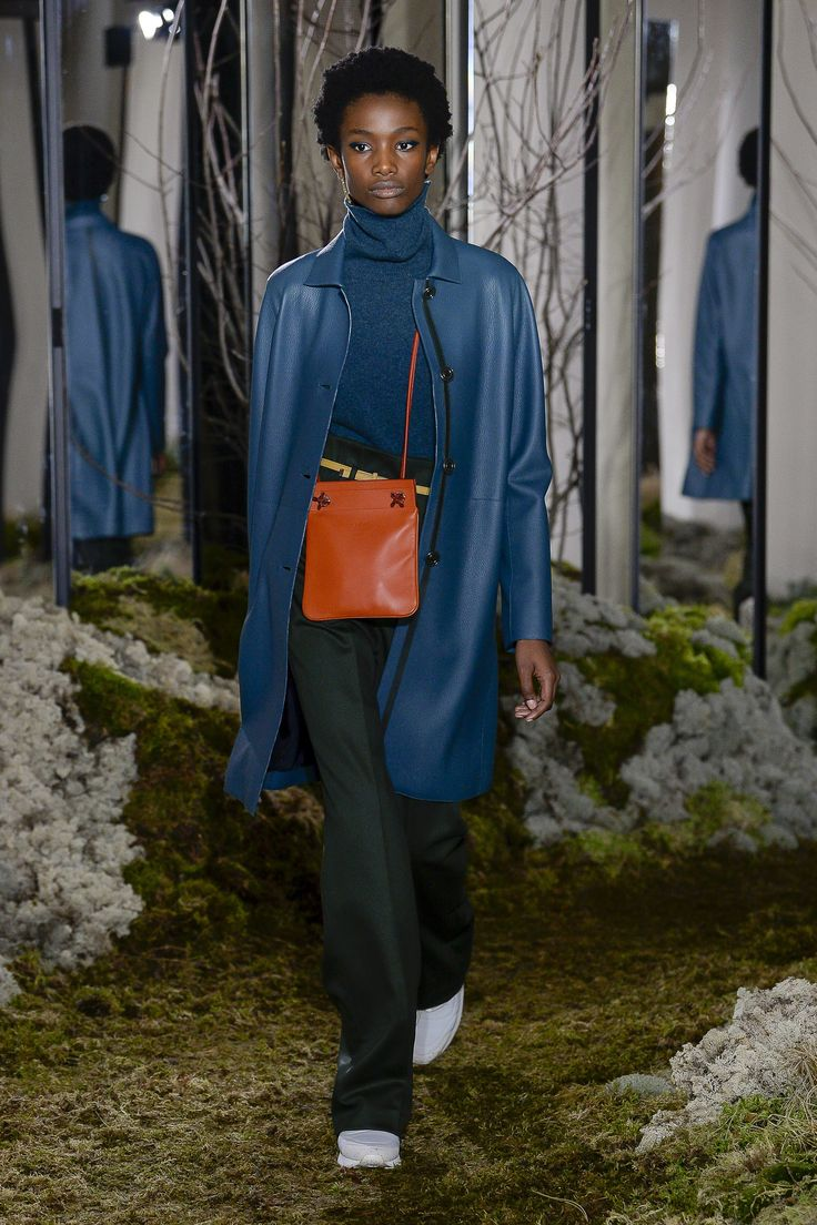 The complete Hermès Pre-Fall 2018 fashion show now on Vogue Runway.