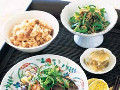 栗原 はるみ さんの米を使った「豚しょうがの炊き込みご飯(写真左上)」。「冷やしなすのごまソース」の献立に、炊飯器でつくる手軽な炊き込みご飯 NHK「きょうの料理」で放送された料理レシピや献立が満載。