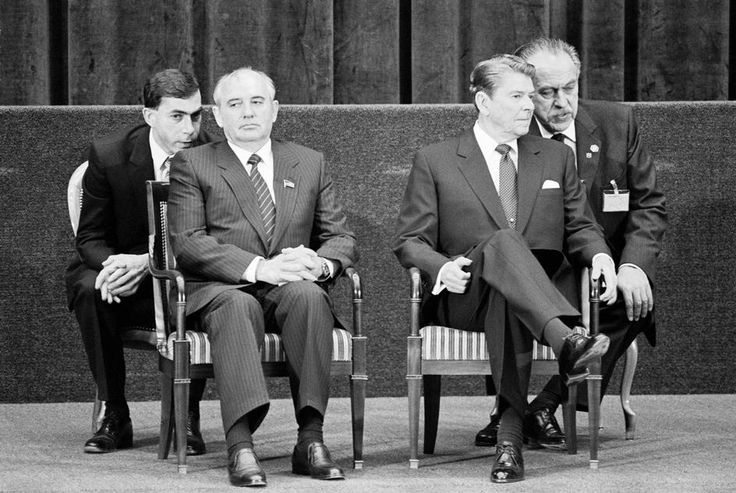 Peter Marlow  Switzerland. Geneva. The summit between Ronald REAGAN, the American President and Mikhail GORBACHEV, the General Secretary of the Communist Party of the USSR.The two leaders listening to their interpreters during a press conference. 1985