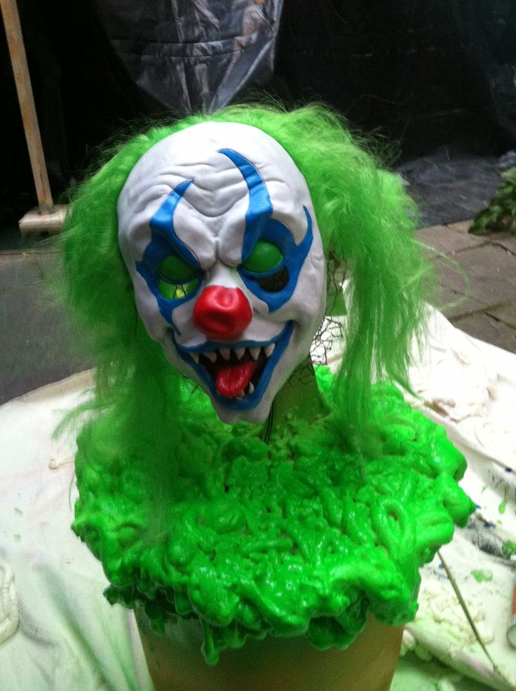 DIY creepy clown. The head moves !! A bucket, a fan, chicken wire, glow in the dark paint and a light up clown mask.