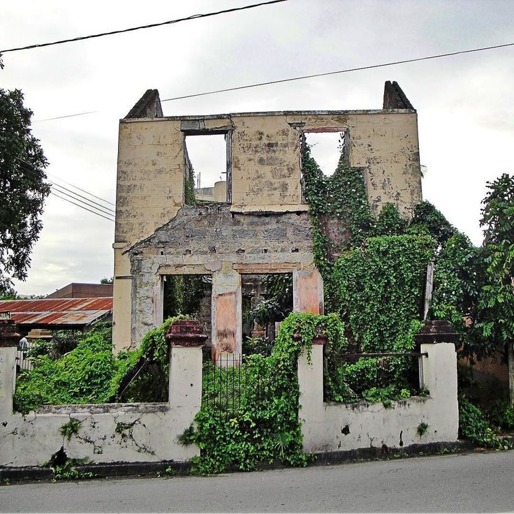 In Bridgetown (Barbados): Abandoned house