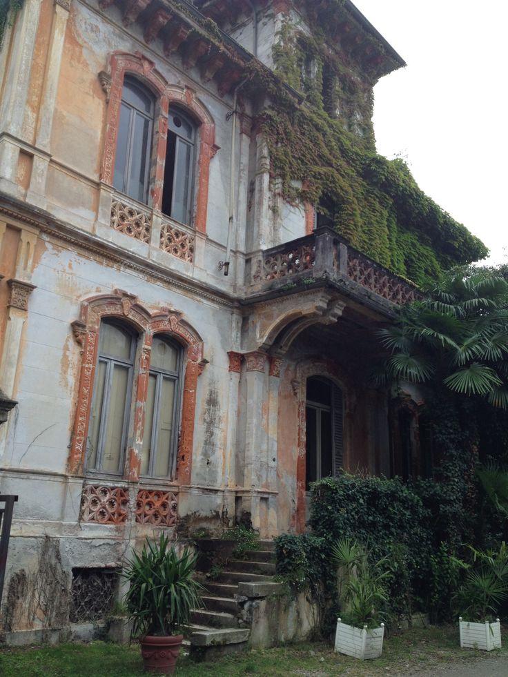 Villa abbandonata sul lago Maggiore,Italia