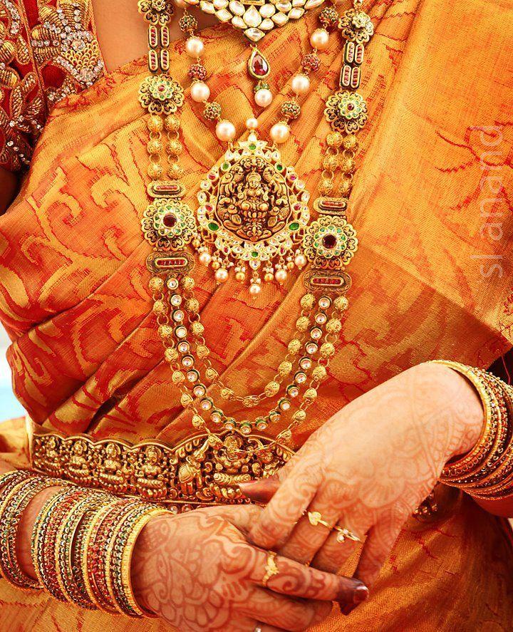 Beautiful Bridal jewellery on a grand Kanjeevaram saree.