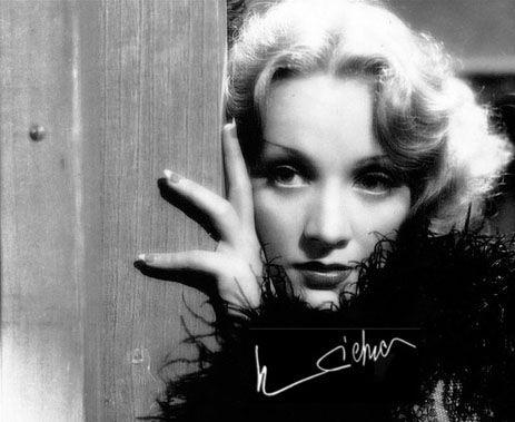 """""""¿Miedo a la muerte?. Uno debe temerle a la vida, no a la muerte"""". Dietrich, Marlene"""