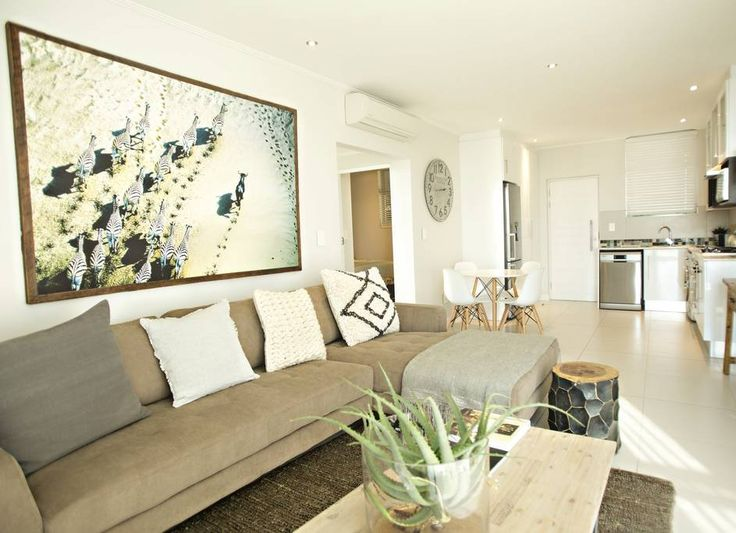 Apartment in Johannesburg, South Africa. My place is close to public transport and nightlife. You'll love my place because of the location and the ambiance. My place is good for couples, solo adventurers, and business travelers.