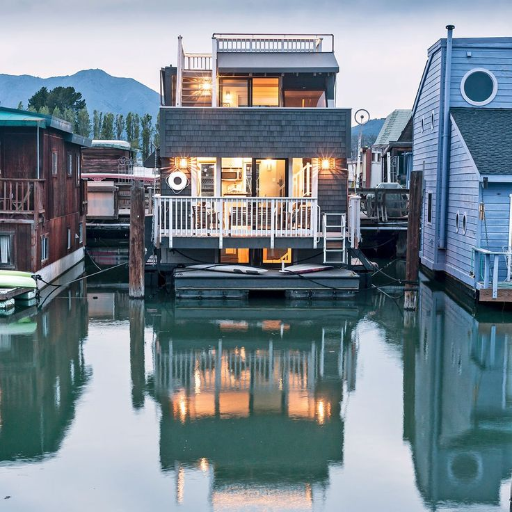 This darling little houseboat is on the market, and we're obsessed. Coastalliving.com