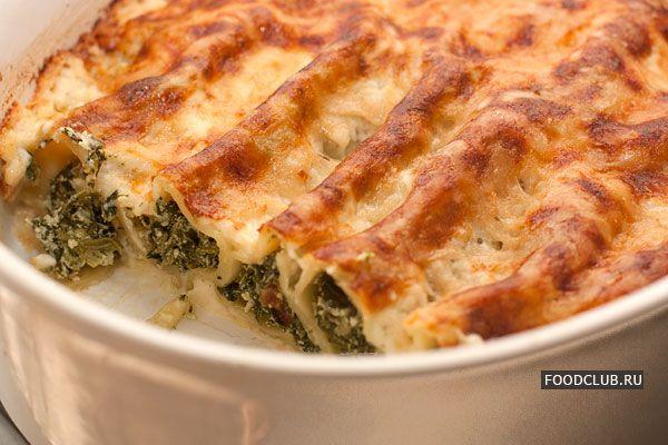 Сырно-шпинатная начинка для каннеллони — одна из классических. Изменяя сорта сыра можно добиться идеального для себя вкуса начинки: от нейтрально сливочного до острого и интенсивно сырного. Вкусно получится, если добавить в начинку измельченный миндаль.