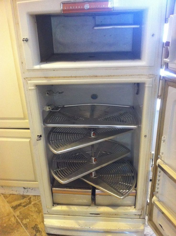 Vintage Antique beautiful 1954 GE refrigerator with Lazy