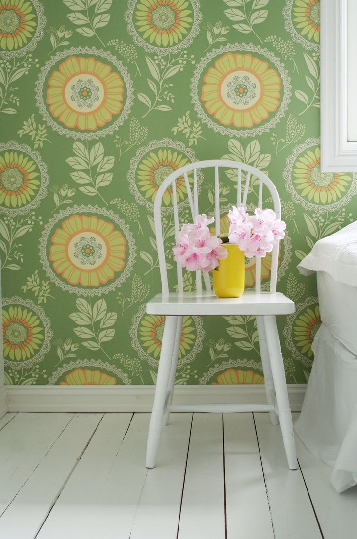 large floralKids Bedrooms, Decor Ideas, Yellow Wall, Wall Paper, Interiors Design, Painting Floors, White Lace, Old Chairs, Cute Wallpapers