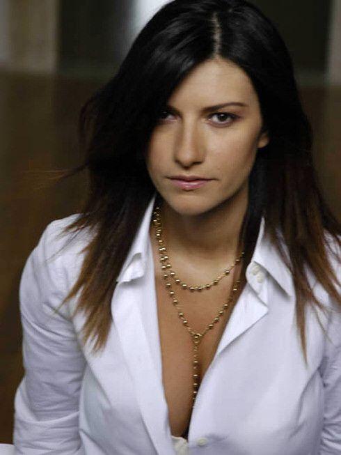 Laura Pausini a rejoint la version espagnole de The Voice en qualité de coach. La jeune femme, dont le dernier album studio, Inedito, remonte à 2011, avait sorti un Best Of, 20-The Greatest Hits, sorti pour sa part en 2013. Si les ventes sont moins fortes...