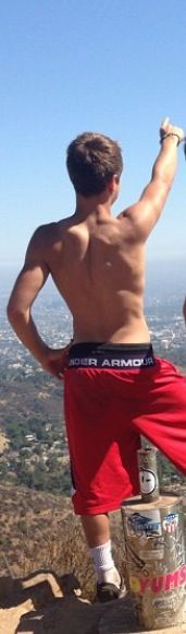 Look at dem back muscles!