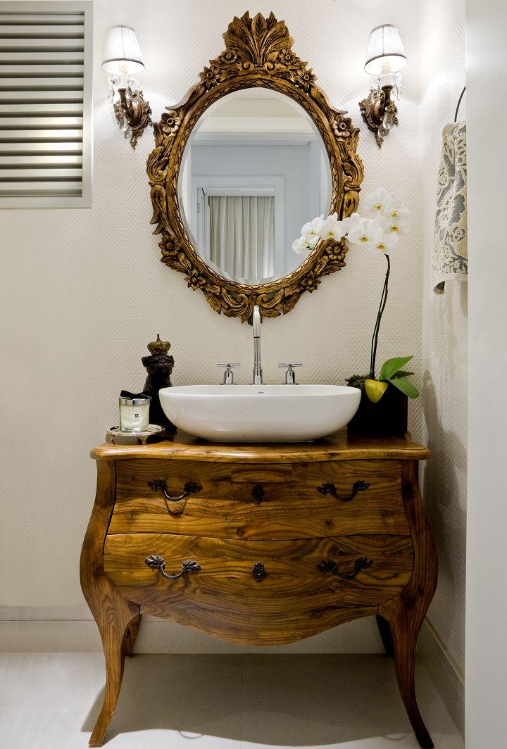 Decoração de: Lavabo - espelho dourado; Casa de Valentina