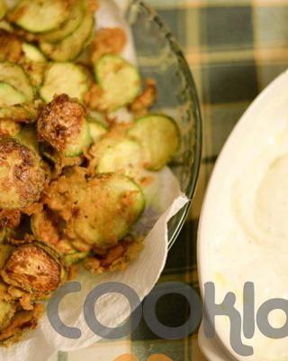 Τηγανιτά κολοκυθάκια με ντιπ σκόρδου - Tiganita kolokythakia me ntip skordoy