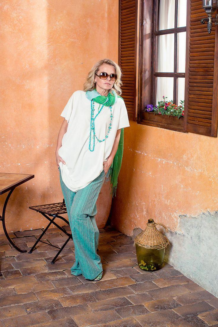 ЗЛ688:Длинная туника/платье из бенгалина ( 95% хлопка+ эластан), размер 50/52, NST.Штанишки на резинке из льна, полосатые, размер 52/54, Lyuna.Бусы шарики/бирюза. Бусы плоские/бирюза, Испания.