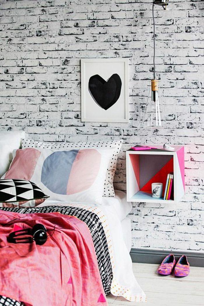 table de nuit suspendue, beau chevet cube suspendu et mur briques magnifique