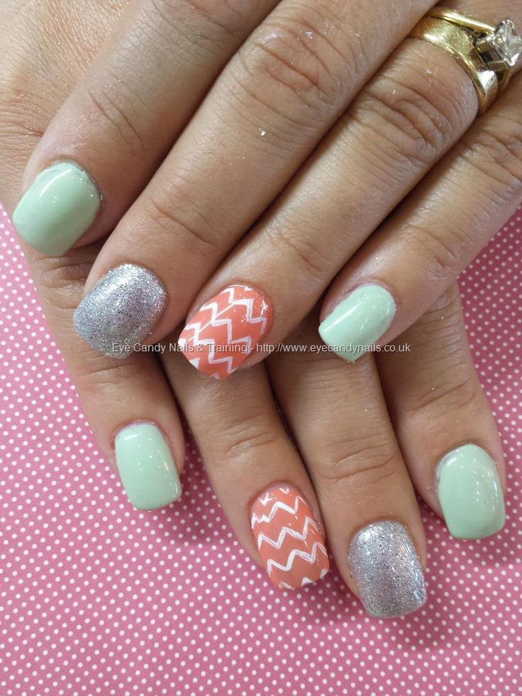 Mint and peach gelaze gel with zig zag nail art