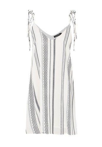 - Mini dress- Poliester- Putih- Kerah V- Tanpa lengan- Self tie shoulder strap- Relaxed fitUkuran pakaian normal, pilih sesuai ukuran Anda biasanya.