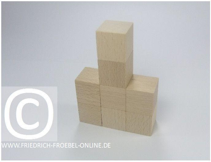 Gift 3 Froebel:  Rathaus, gebaut mit Holzbausteinen natur (mit Spielgaben nach Froebel)