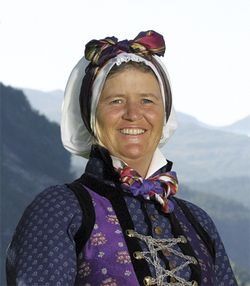 Hovudbunad for kvinner i Sogn - Magasinet Bunad