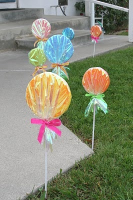 Lollipop, Lollipop! Made with paper plates-or-styrofoam disks, wooden dowels, tissue paper, cellophane wrapping paper and ribbon...maybe for a birthday party or baby shower?