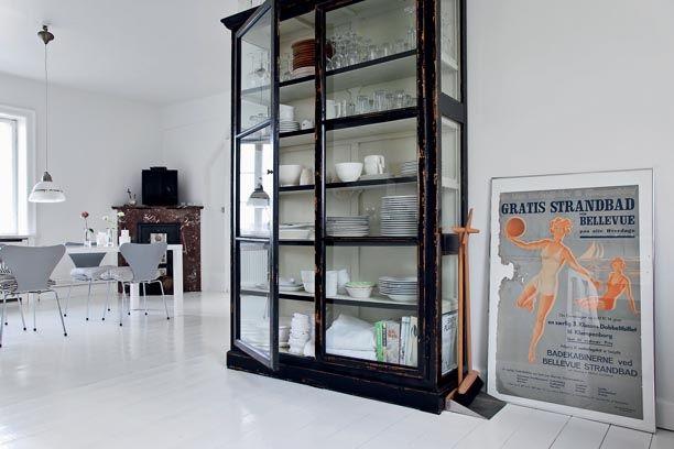 Easy living hjemme hos designer Naja Lauf -   Vitrine fra nordal