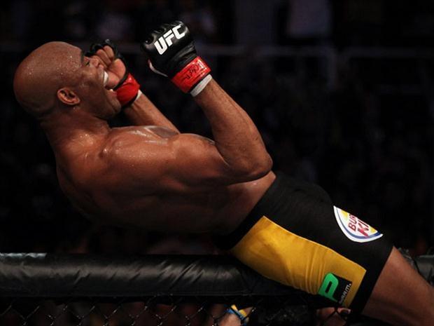 """#UFC 162: Divulgado trailer oficial de #AndersonSilva x Chris Weidman (Duelo vale o cinturão dos médios da organização e desafiante deixou claro que não tem medo do brasileiro: """"Não estou enfrentando o mito"""") http://www.foxsports.com.br/noticias/108046-ufc-162-divulgado-trailer-oficial-de-anderson-silva-x-chris-weidman #esportes #mma"""