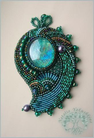 Наталия Якушкина - bead-embroideted pin by Natalia Yakushkina (NataliaU on biser.info)