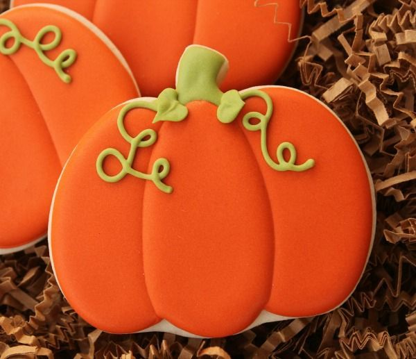 This halloween, the secret to these charming frosted pumpkin cookies is using piping to add vines and leaves.