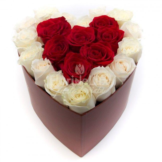 Cutie inima trandafiri albi si rosii