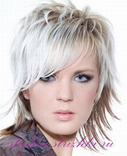 Женская стрижка Каскад на короткие волосы с челкой