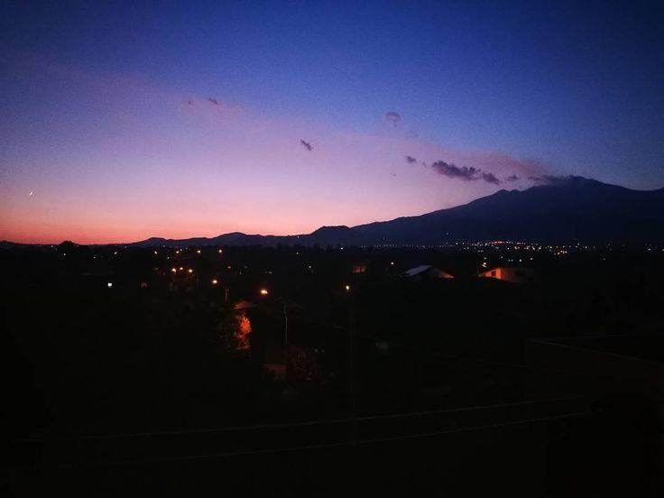 Un ottimo modo per chiudere un #sabato di #duro #lavoro?  Guardare un bel #tramonto con l' #etna sbuffante da un lato e la #luna che fa capolino all'orizzonte mentre si abbraccia l' #amore della propria #vita.  Buon #weekend a tutti! :)