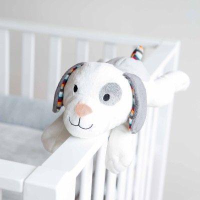 La veilleuse musicale peluche Dex le chien de la marque ZAZU accompagne l'enfant dès la naissance. Elle l'apaise et le rassure au moment de s'endormir avec ses 6 sons différents : 4 mélodies différentes, battement du coeur et chute d'eau. Une peluche qui se fixe sur de nombreux supports grâce à son système d'attache en velcro.