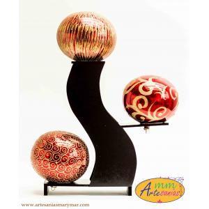 www.artesaniasmarymar.com JUEGO con base escalera y tres esferas de diferente decorado