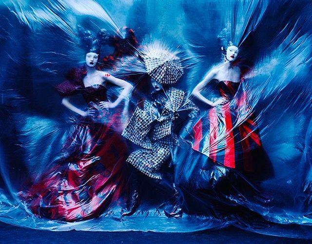 Тим Уокер снимет календарь Pirelli-2018. Подробности по активной ссылке в профиле  #pirelli  via HARPER'S BAZAAR RUSSIA MAGAZINE OFFICIAL INSTAGRAM - Fashion Campaigns  Haute Couture  Advertising  Editorial Photography  Magazine Cover Designs  Supermodels  Runway Models