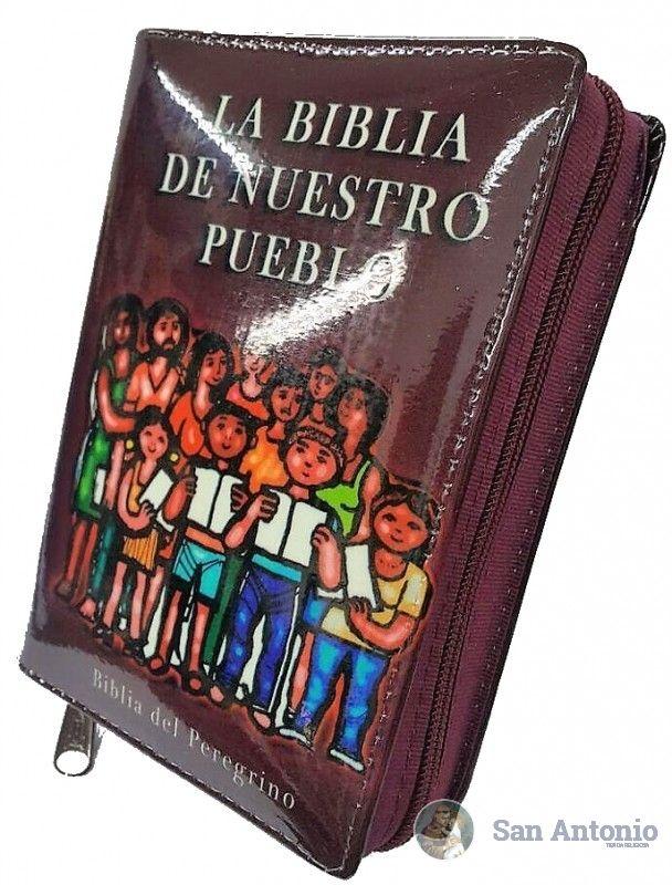 La Biblia De Nuestro Pueblo (Cremallera): La Biblia de Nuestro Pueblo es la versión pastoral de la Biblia del Peregrino; Su edición está orientada a facilitar la lectura, la oración, la meditación y el actuar cristiano de cada día.